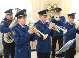 Военный оркестр в ЗАГСе и сердце из влюбленных пар: как в Одессе отметили День святого Валентина