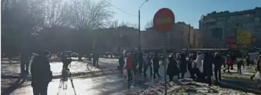 Против строительства высотки: на Таирова в Одессе горожане устроили акцию протеста (фото)