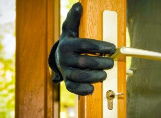 В Одесі троє чоловіків під виглядом працівників охоронної фірми пограбували туристів
