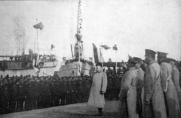 День в истории: как одесситы встречали моряков с легендарного крейсера «Варяг»