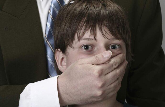 В Одесі троє чоловіків на авто викрали неповнолітнього хлопця