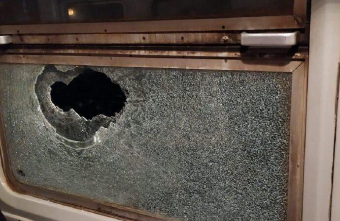 Розбите вікно у вагоні: поїзд Одеса — Київ під час руху невідомі закидали камінням