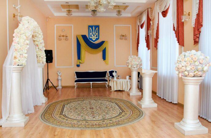 Карантин в одесских ЗАГСах: жениться пока нельзя, а разводиться и умирать можно