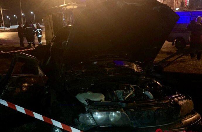 На околиці Одеси сталася смертельна ДТП: «євробляха» врізалась у стовп (фото)