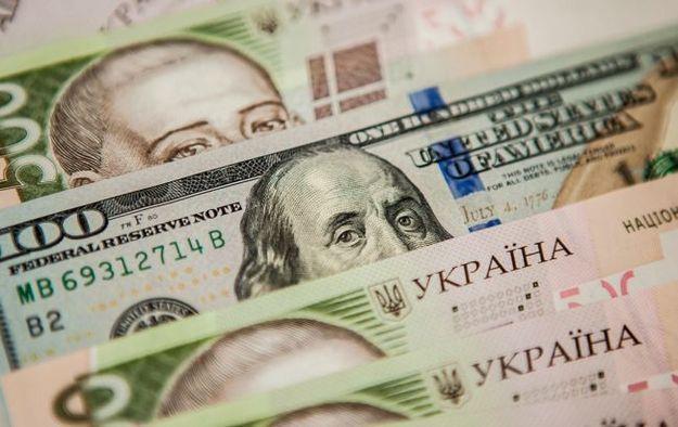 В одесских банках начали вводить ограничение на выдачу валюты (видео)