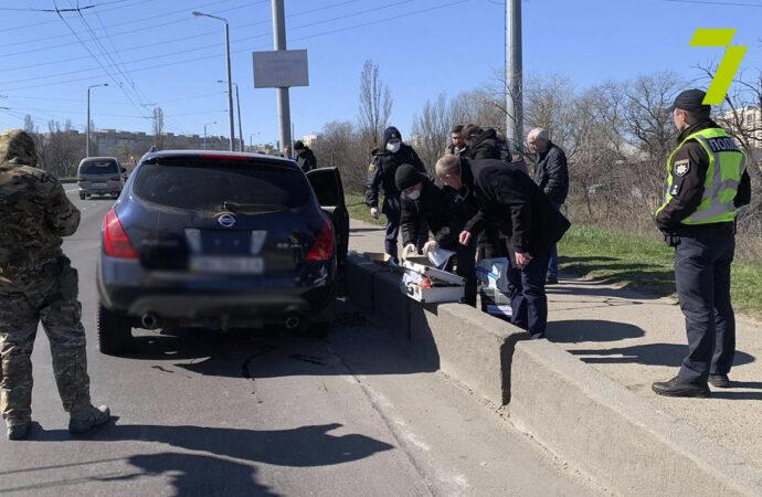 Бойцы с погоней и стрельбой задержали в Одессе подозреваемых в разбое (фото, видео)