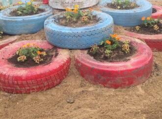 Стихийные свалки в Одессе превратят в цветочные клумбы