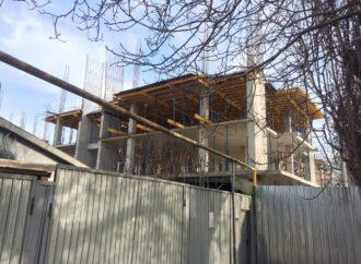 В Одессе ГАСК хочет снести строящийся дом, а застройщик уже продает квартиры (фото)