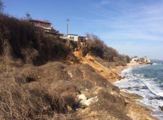У моря в Одессе обрушился склон: под угрозой жилые дома (фото)
