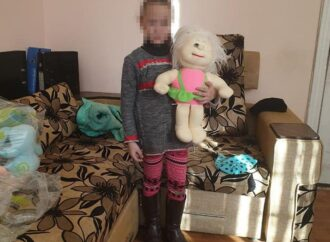 Патрульні виявили матір у стані наркотичного сп'яніння, яка разом з 6-річною донькою гуляла у Преображенському парку