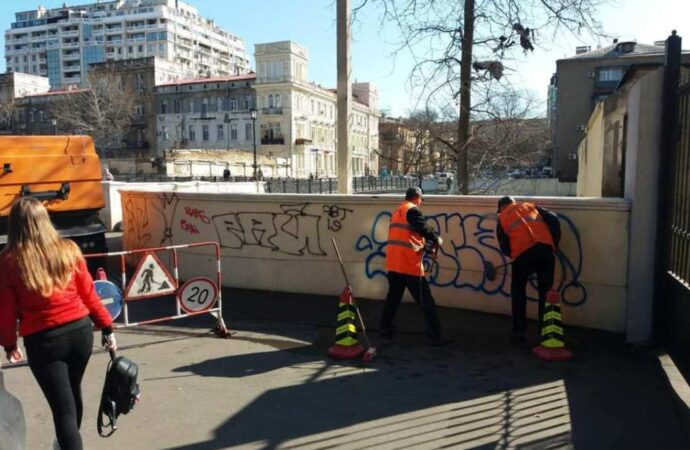В Одессе снова отмывали мост Коцебу от творений «живописцев»-вандалов