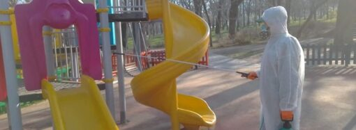 В Одессе дезинфицируют объекты в парках и скверах: особое внимание — детским площадкам (фото)