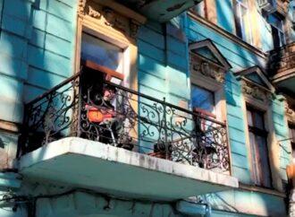 Не унывайте: одессит исполнил блюз на собственном балконе (видео)