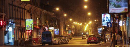 Порожні вулиці і зачинені заклади: як виглядає нічна Одеса під час карантину (фото)