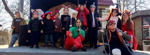 Танцевали и кормили носух: в одесском зоопарке устроили гуляния в честь предстоящего 8 марта (фото)