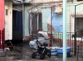 Во дворе на Молдаванке поселили чисто одесских героев и увековечили театр «Слон» (фото)