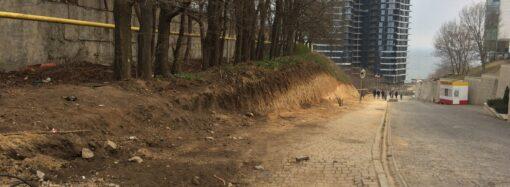 Строят дорогу: склон Французского бульвара в Одессе начали закатывать в бетон (фото)