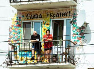 Балконные прогулки и сульптуры в масках: как карантин меняет Одессу (фото)