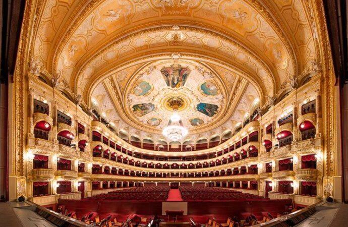 Одесский оперный театр выходит из карантина: чего ожидать зрителям в новом сезоне?