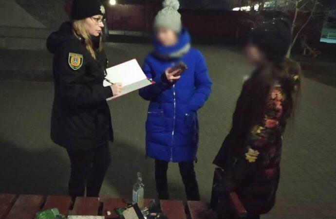 На Одещині поліцейські склали адмінпротоколи на підлітків, які пиячили у парках та скверах