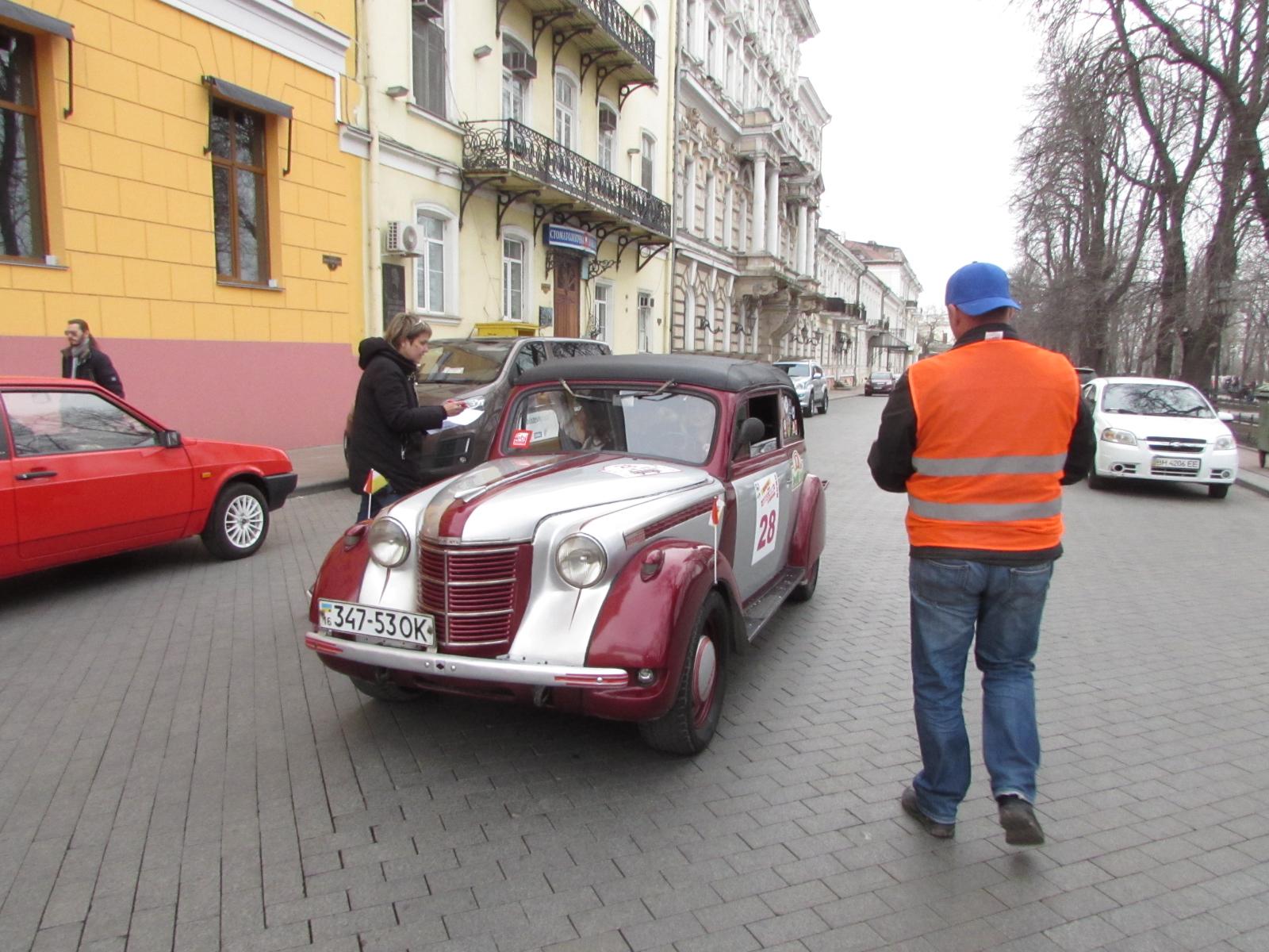 Ретро-авто тоже учавстовало в заезде