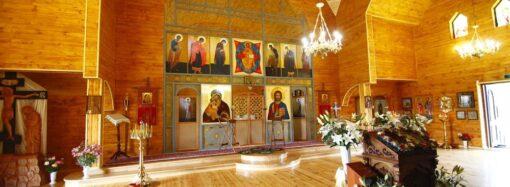 Зеленский призвал проводить церковные богослужения онлайн