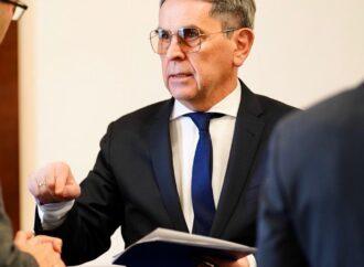 Глава Минздрава выступает за введение в Украине чрезвычайного положения