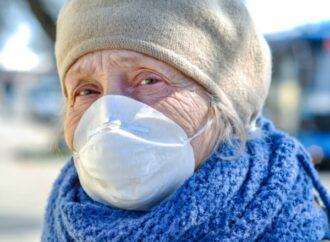 Доставте продукти та медикаменти: в Одесі містян закликали подбати про людей похилого віку