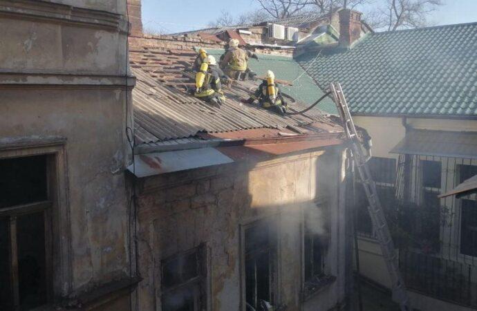 В Одесі на другому поверсі житлового будинку сталася пожежа (фото)