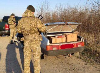 На Одещині чоловік намагався перевезти контрафактних цигарок на 90 тис грн (відео)