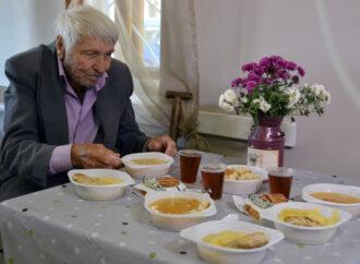 Опасаются коронавируса: в Одессе временно отменят благотворительные обеды для пенсионеров