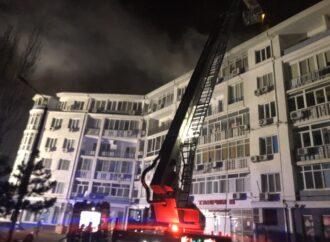 В Одессе горит шестиэтажка на Таирова: жителей эвакуировали
