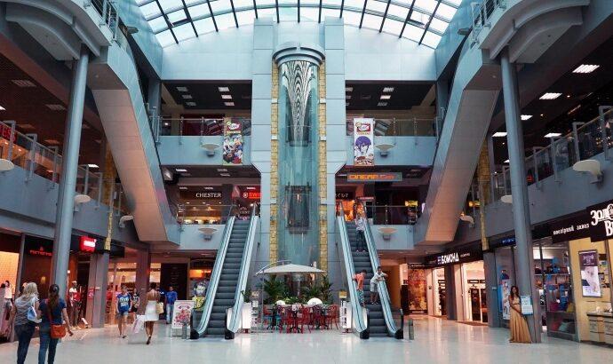 Одесские торговые центры пока не закрывают, но проводят дезинфекцию и предлагают антисептики
