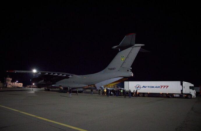В Украину прибыл самолет с тестами для выявления коронавируса