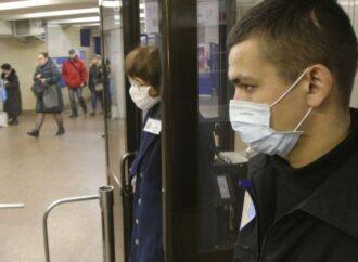 Официально: в Украине коронавирусом больше болеет молодежь