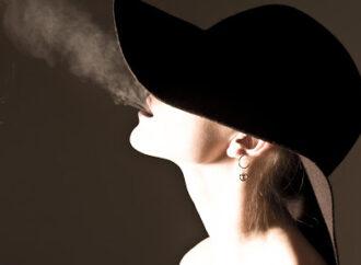 За паління школярки на території школи її мати заплатить штраф в розмірі 850 гривень
