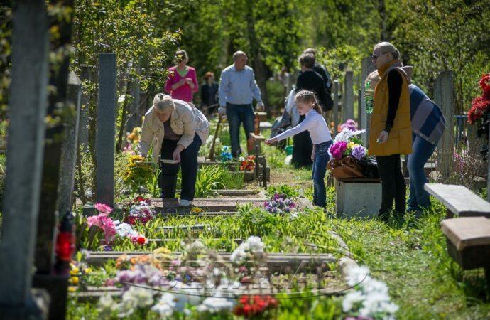 В городе под Одессой могут закрыть кладбища на Пасху
