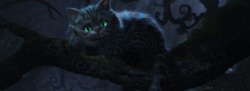 Країна чудес: в Одесі вулицями міста Аліса вигулювала Чеширського кота (відео)