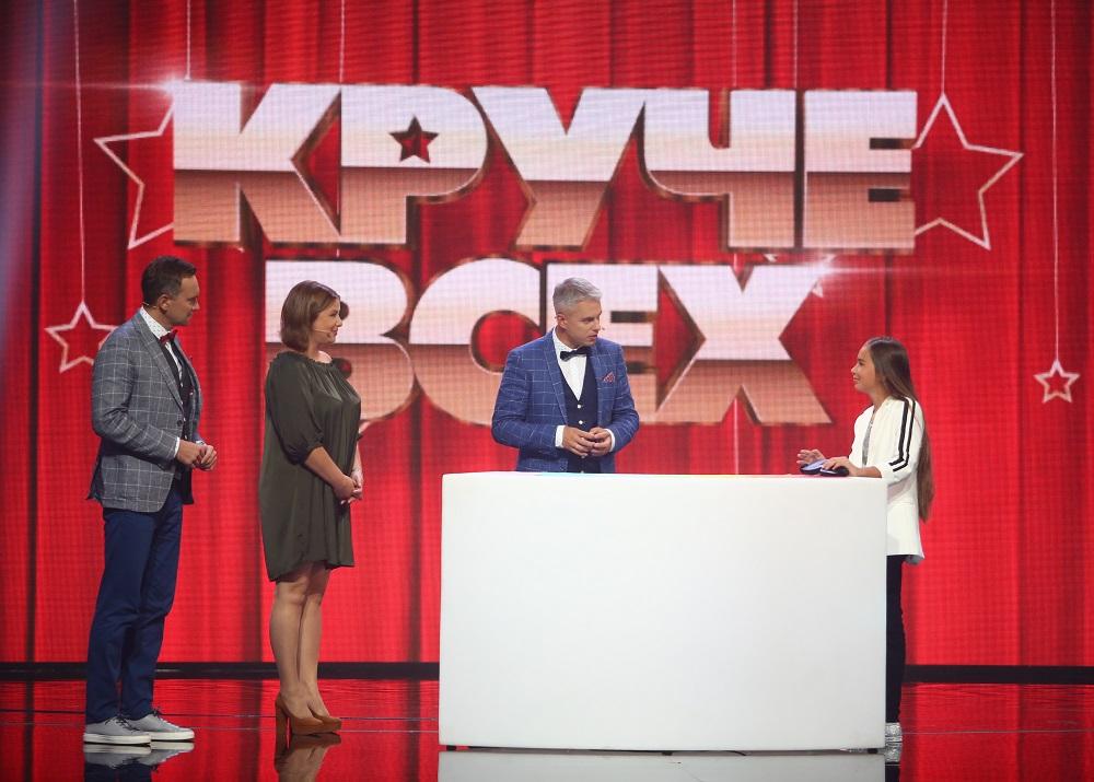Анна Лютова с ученицей на сцене шоу