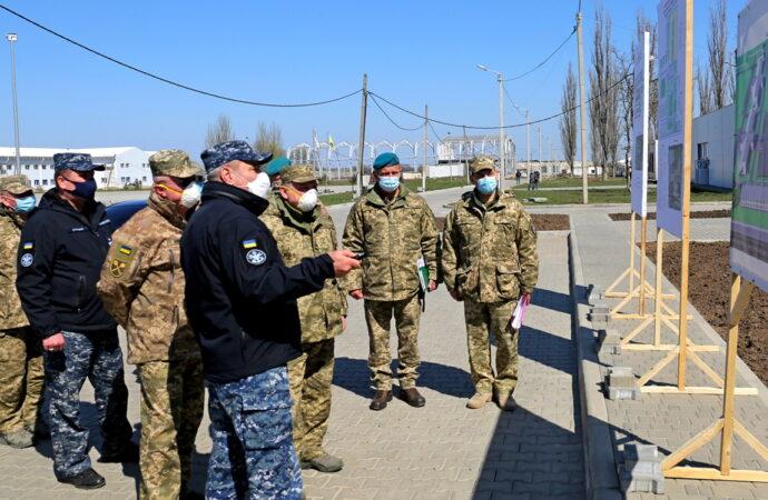 Міністр оборони проінспектував військове містечко під Одесою (фото)
