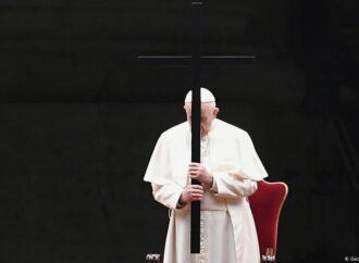 Пандемія коронавірусу: Папа Римський провів Хресну ходу на порожній площі (відео)