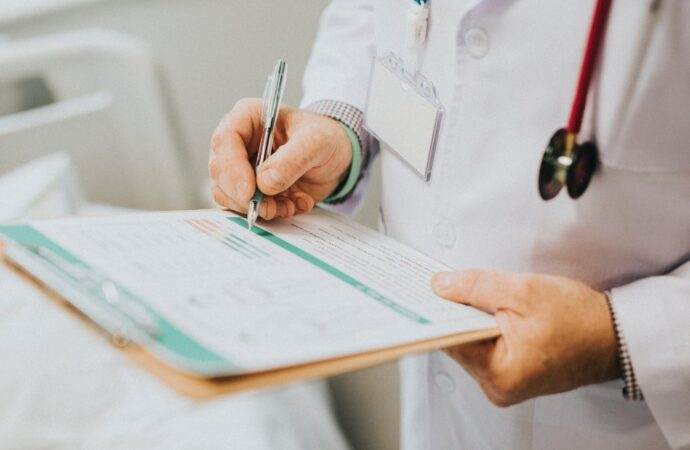 Кабінет міністрів оприлюднив умови примусового обстеження на коронавірус