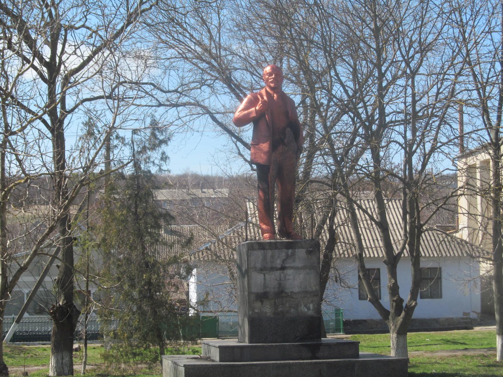 Так выглядел памятник в Ивановке