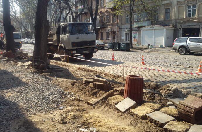 В Одессе могут исчезнуть лавовые плиты с Нежинской: культурное наследие уже пытались выбросить