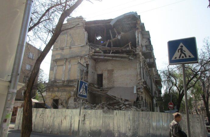 Одесский памятник архитектуры на Канатной, 5: жизнь после обвала, немного истории и одно поразительное совпадение (фото)