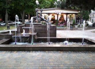 В Одесі комунальники почали запускати фонтани (фото)