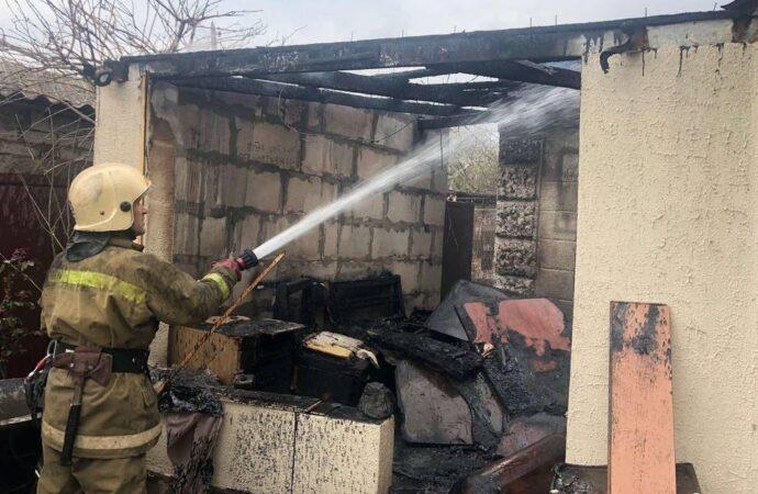 В Одессе дотла сгорел жилой дом (фото)