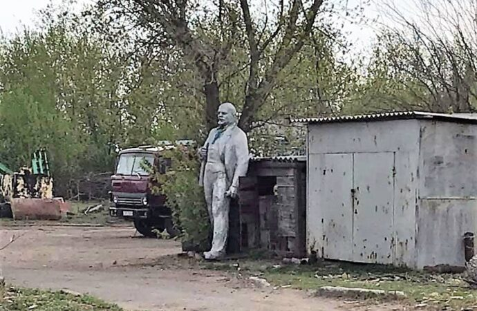 «Вдруг откуда ни возьмись из кустов идет Ильич»: к 150-летию Владимира Ленина