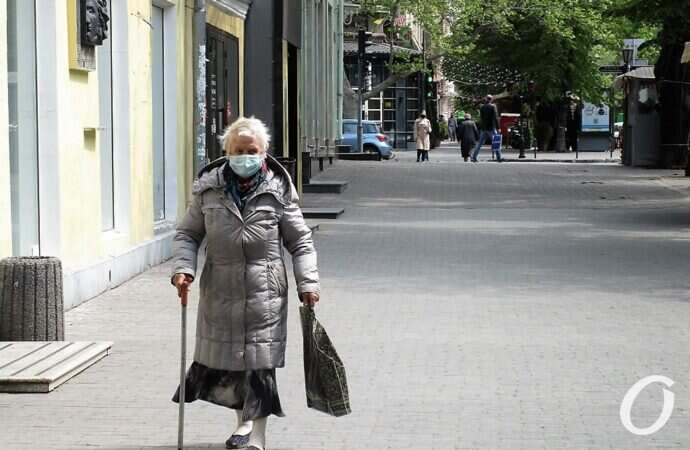 Одесса предмайско-карантинная: Оперный за оградительной лентой, художники на Соборке и ожившие фонтаны (фото)