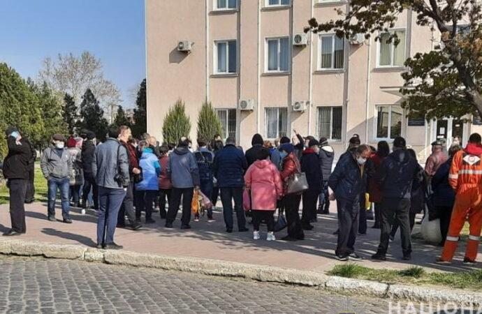 Первый пошел: несмотря на протесты, в Одесской области на карантин закрыли рынок